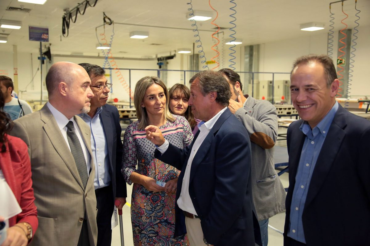 """La alcaldesa destaca la capacidad de Toledo para atraer empresas importantes y ensalza a ICSA como """"industria puntera"""""""