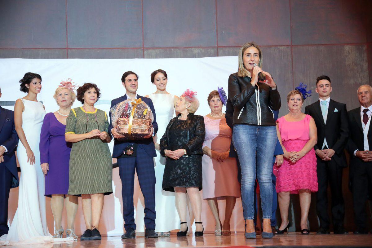 http://www.toledo.es/wp-content/uploads/2016/10/07_pase_modelos_mayores-1200x800.jpg. Milagros Tolón asiste al desfile de modas organizado por El Clavel enmarcado en la VIII Semana del Mayor de Toledo