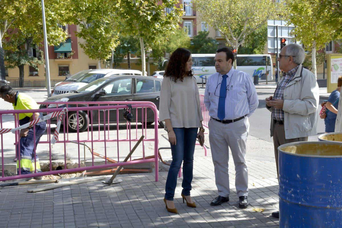 http://www.toledo.es/wp-content/uploads/2016/10/calle_mejico02-1200x800.jpg. El Ayuntamiento continúa el adecentamiento de alcorques de la calle Méjico, en el barrio de Santa Teresa
