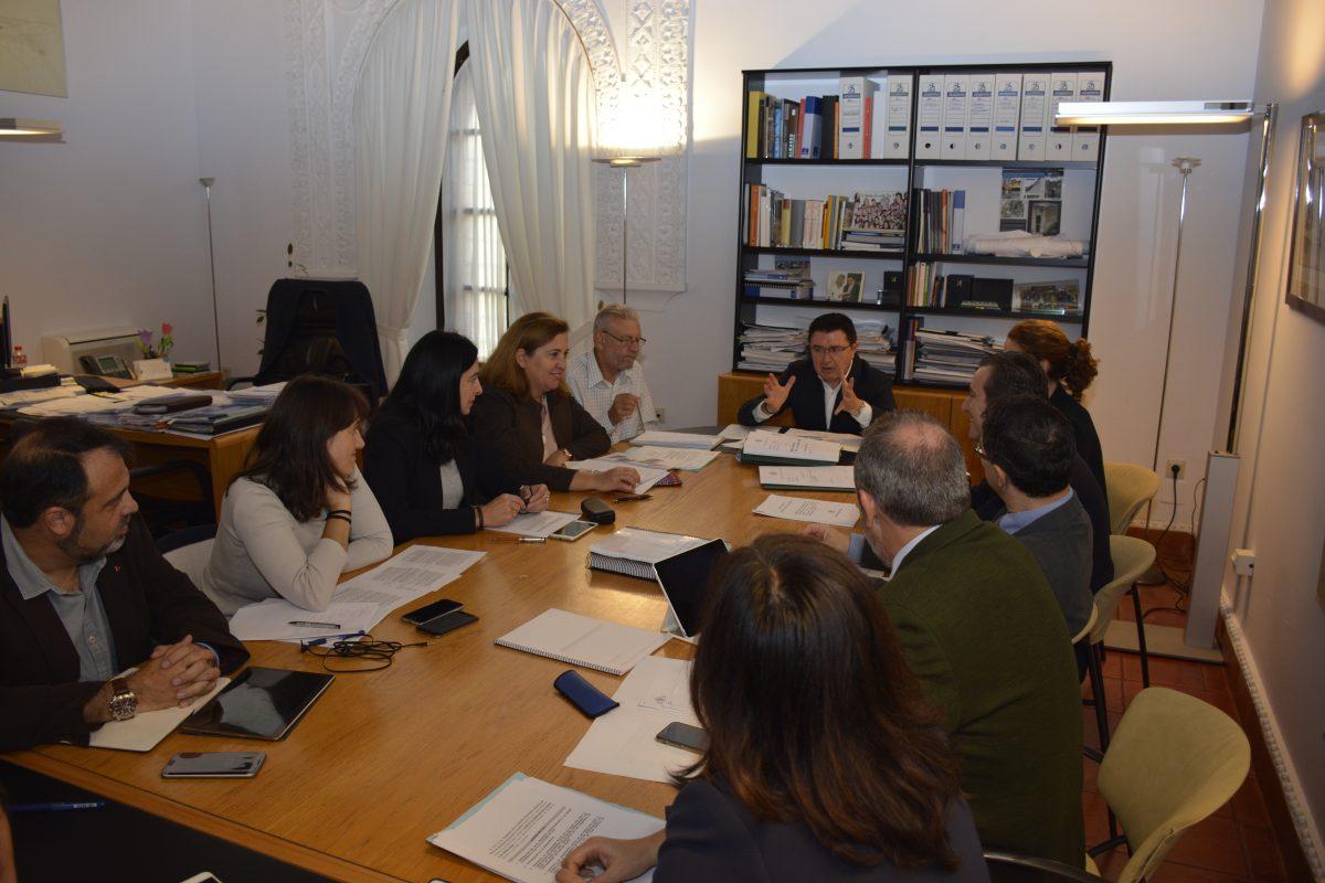http://www.toledo.es/wp-content/uploads/2016/10/comision_urbanismo1-1200x800.jpg. La Comisión de Urbanismo aprueba por unanimidad la aprobación inicial de los PAU de La Legua y los Cigarrales
