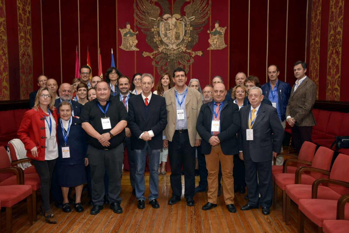 La Sala Capitular del Ayuntamiento acoge la visita de los organizadores y participantes del XII Congreso Lares