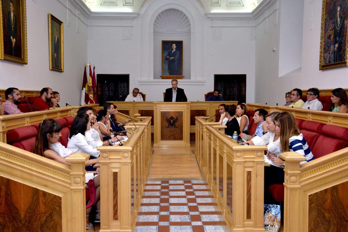 http://www.toledo.es/wp-content/uploads/2016/10/consejo_escolar-1200x800.jpg. El Ayuntamiento acoge la celebración del Pleno del Consejo Escolar de la Ciudad de Toledo