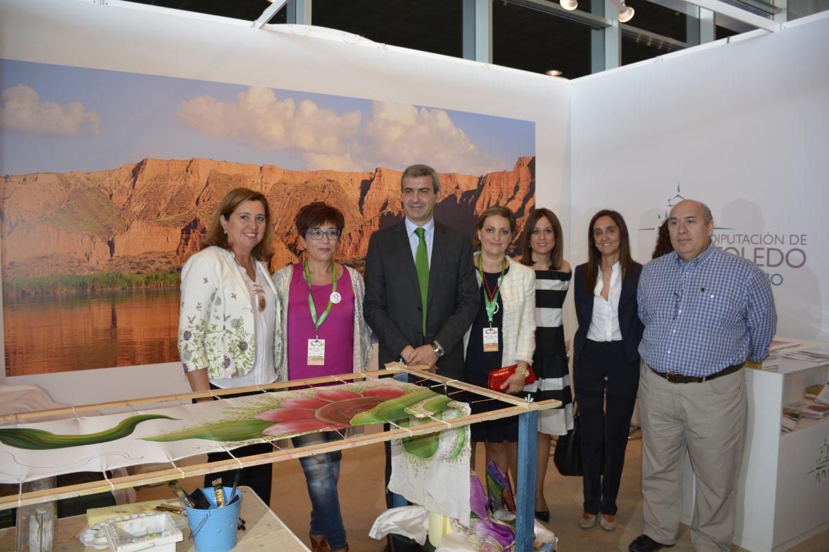 El Gobierno Local arropa a los artesanos toledanos en el Día de Toledo en Farcama