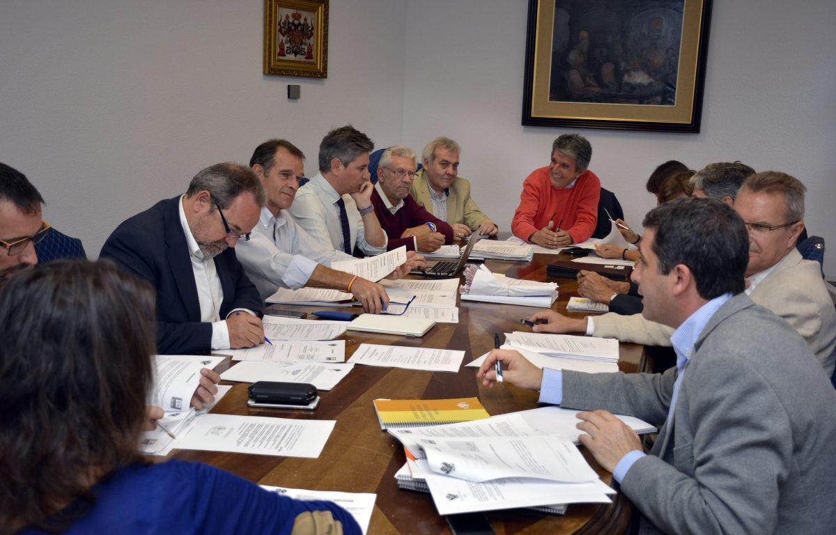 http://www.toledo.es/wp-content/uploads/2016/10/img_6822-1200x768.jpg. La Comisión de Hacienda aprueba el Reglamento de los Distritos para su aprobación definitiva en el próximo Pleno