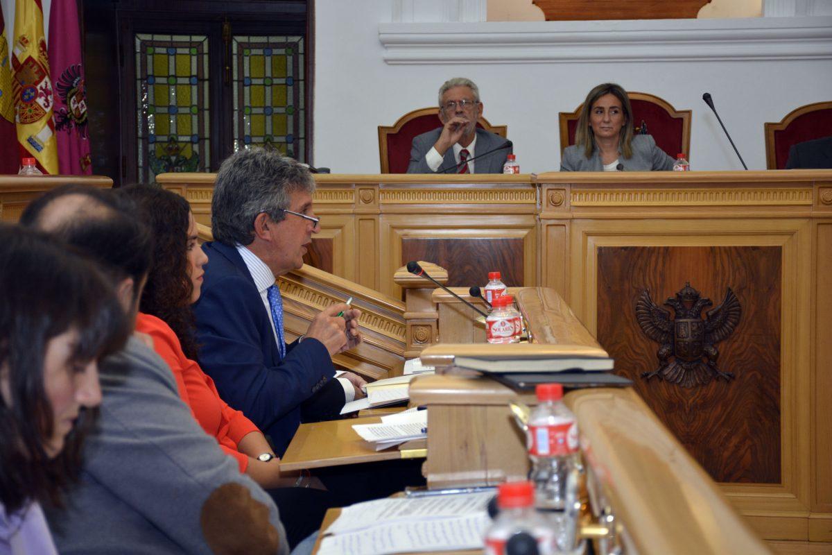 El Pleno municipal aprueba exigir al Gobierno central el cese de la venta de agua de la cabecera del Tajo