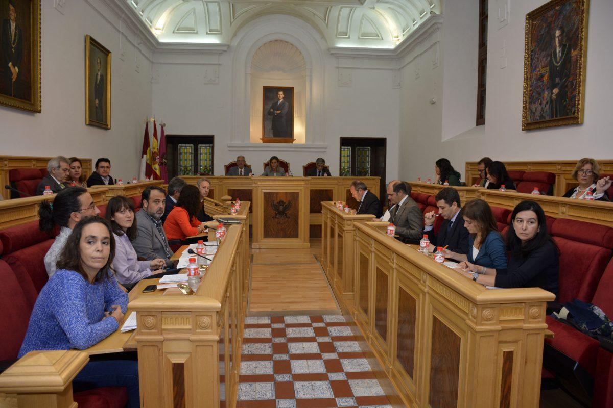 El Ayuntamiento aprueba por unanimidad el Reglamento de los Distritos y, en su fase inicial, las Ordenanzas Fiscales de 2017