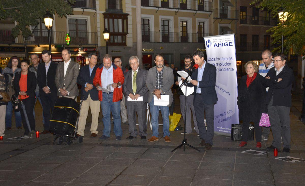 Representantes municipales forman parte de la rueda de hombres organizada en Zocodover contra la violencia machista