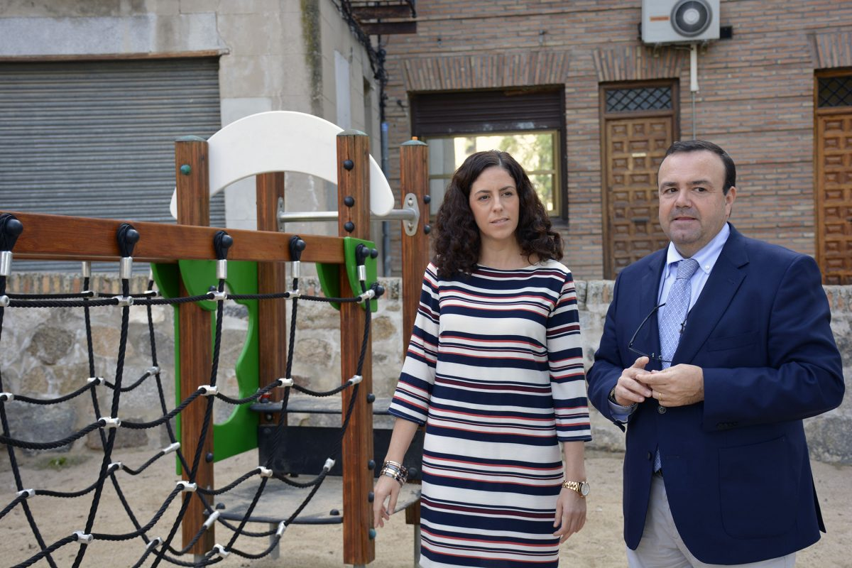 El Ayuntamiento pone a disposición de los vecinos del Casco Histórico el renovado parque infantil del paseo de San Cristóbal