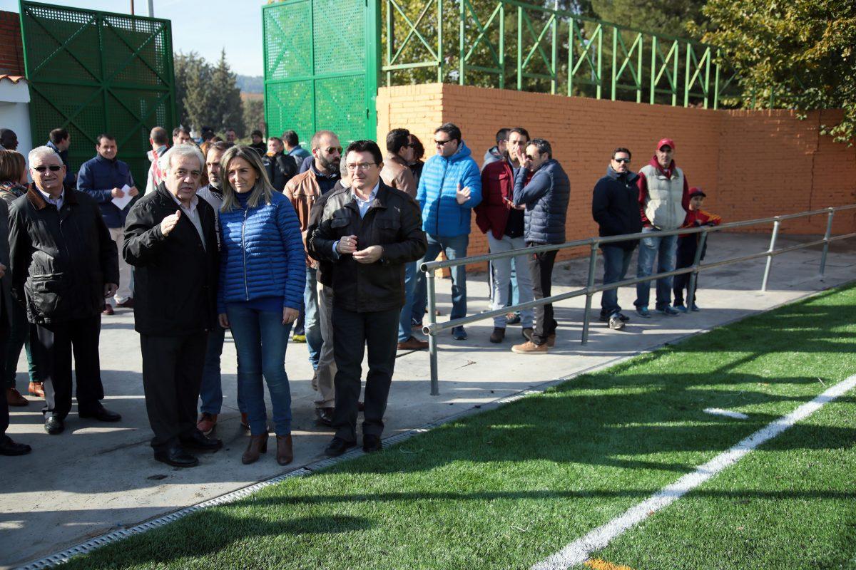 La alcaldesa inaugura un renovado Campo de Fútbol del Arroyo y da cumplimiento a otro compromiso más con la ciudadanía