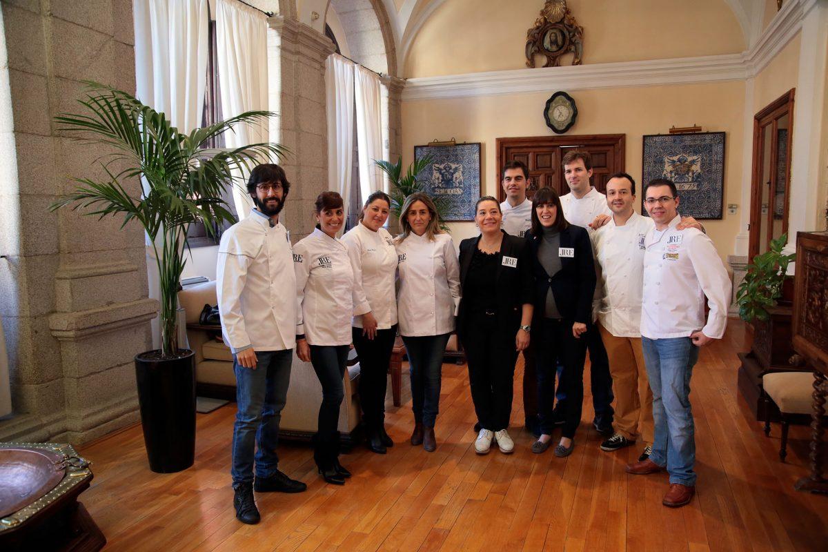 Milagros Tolón recibe a representantes de la asociación Europea de Jóvenes Restauradores, que celebran en Toledo su asamblea