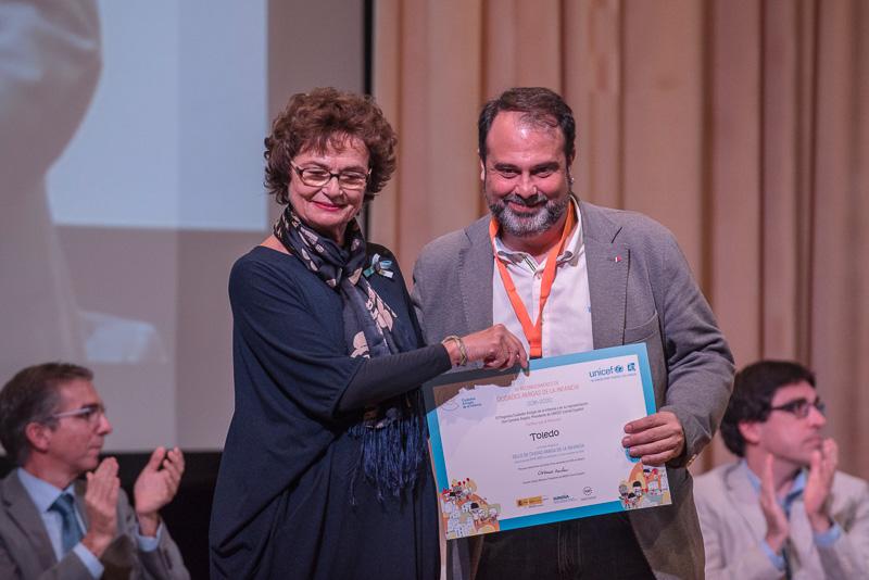 """UNICEF entrega a Toledo el Sello de """"Amiga de la Infancia"""" por su defensa de los derechos de los niños y promover su participación"""