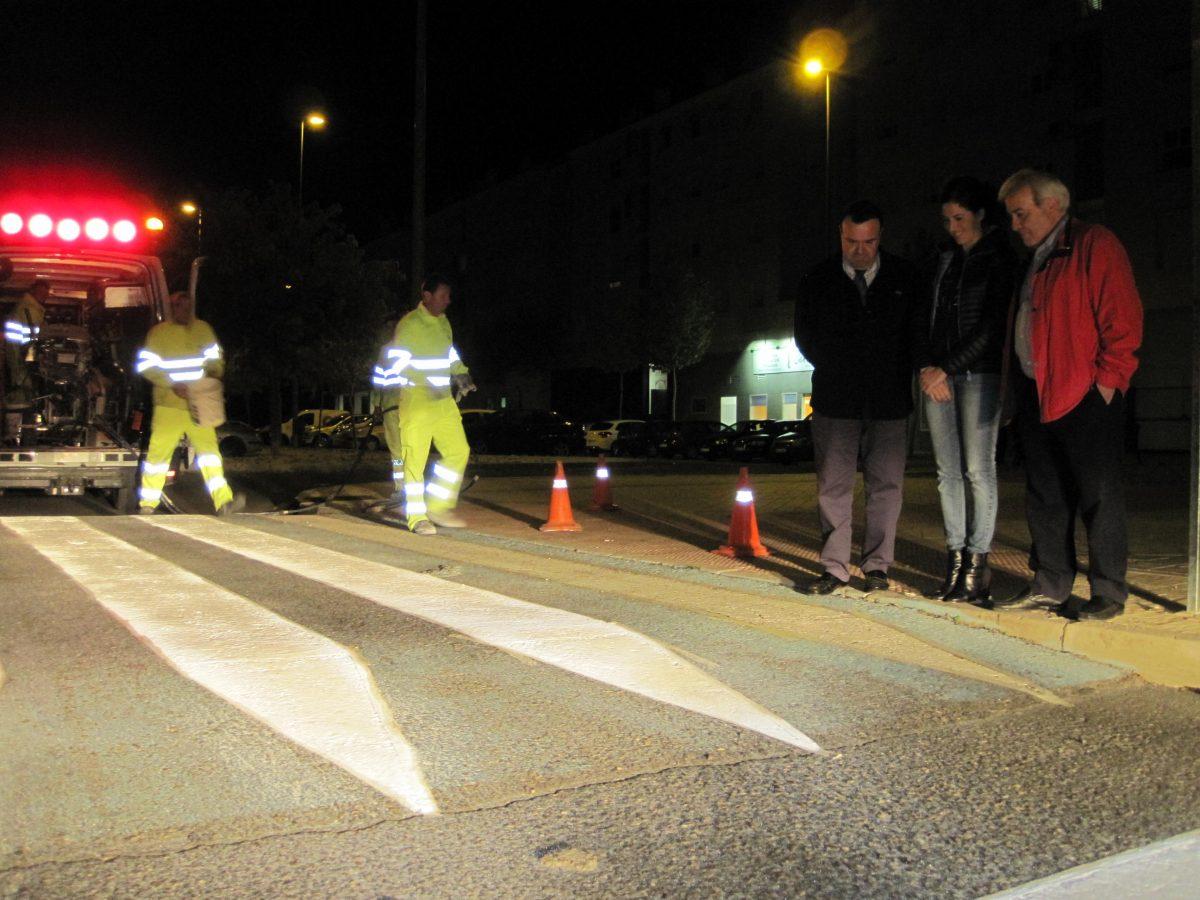 El Ayuntamiento acomete el repintado de más de 200 pasos de peatones en el Polígono para aumentar la seguridad vial