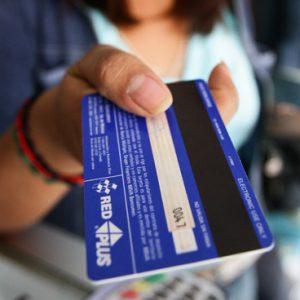 a puede pagar sus recibos con tarjeta de crédito o débito