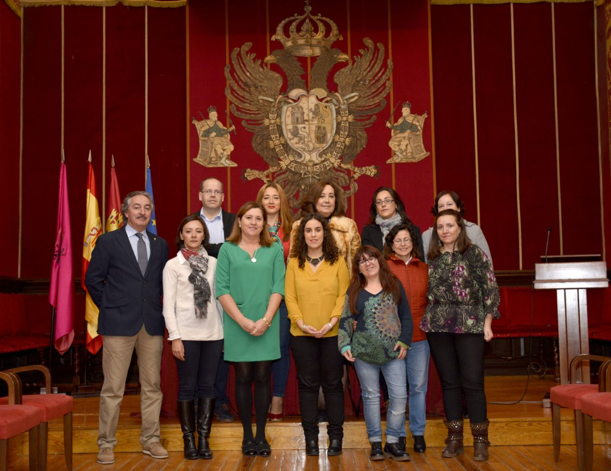 El Ayuntamiento ofrece rutas guiadas gratuitas por las murallas y el Consistorio con alumnas del Taller de Empleo de turismo