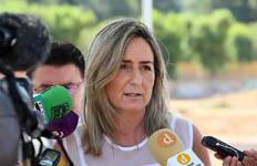 La alcaldesa destaca la labor de Juan Sánchez en el Cabildo y traslada su felicitación a Juan Miguel Ferrer, nuevo deán