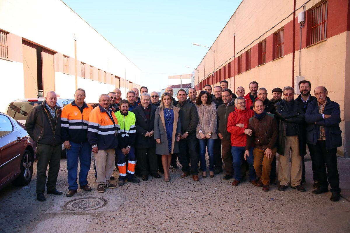 Milagros Tolón celebra la Navidad con los trabajadores de los talleres municipales y de la empresa del servicio de agua