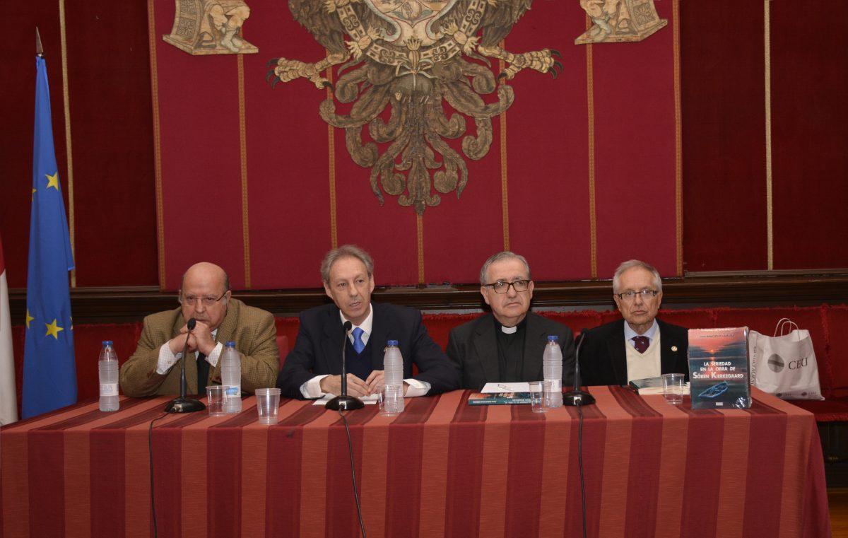 El Ayuntamiento acoge la presentación del libro 'La seriedad en la obra de Sören Kierkegaard' de Víctor Rafael Rivas