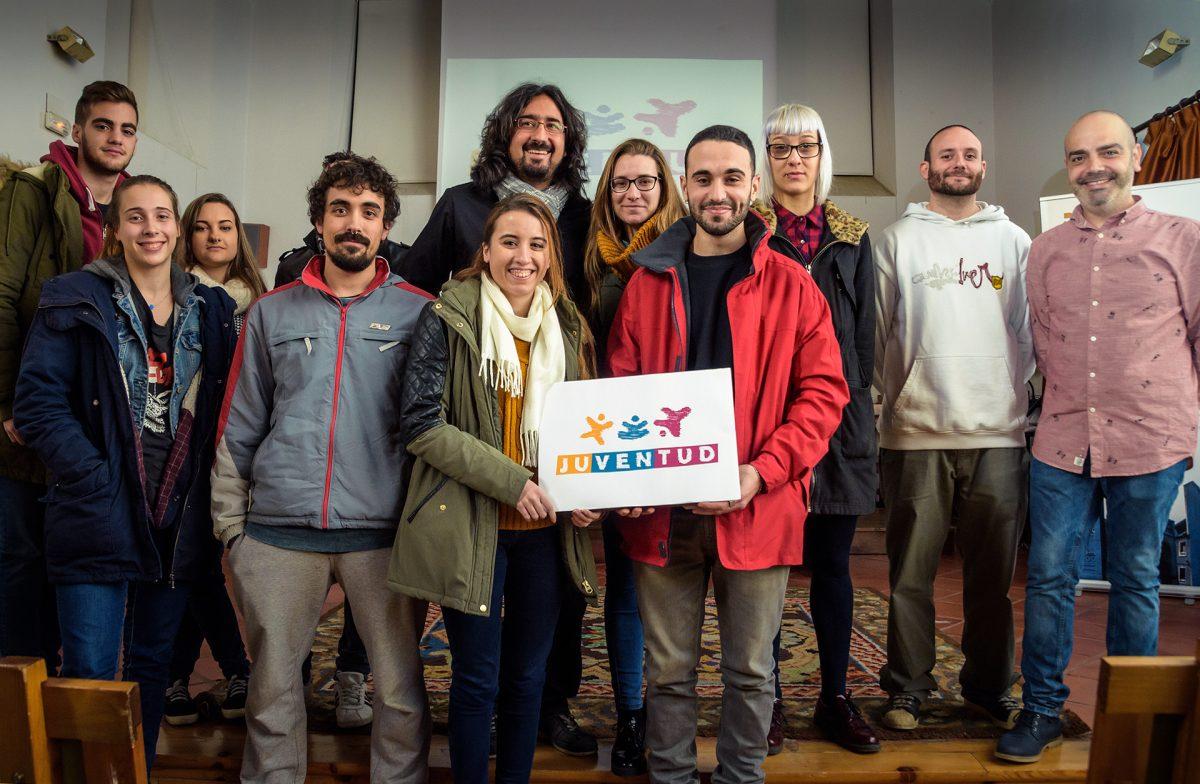 El Ayuntamiento presenta el nuevo logotipo de Juventud realizado en equipo por jóvenes estudiantes de la Escuela de Arte