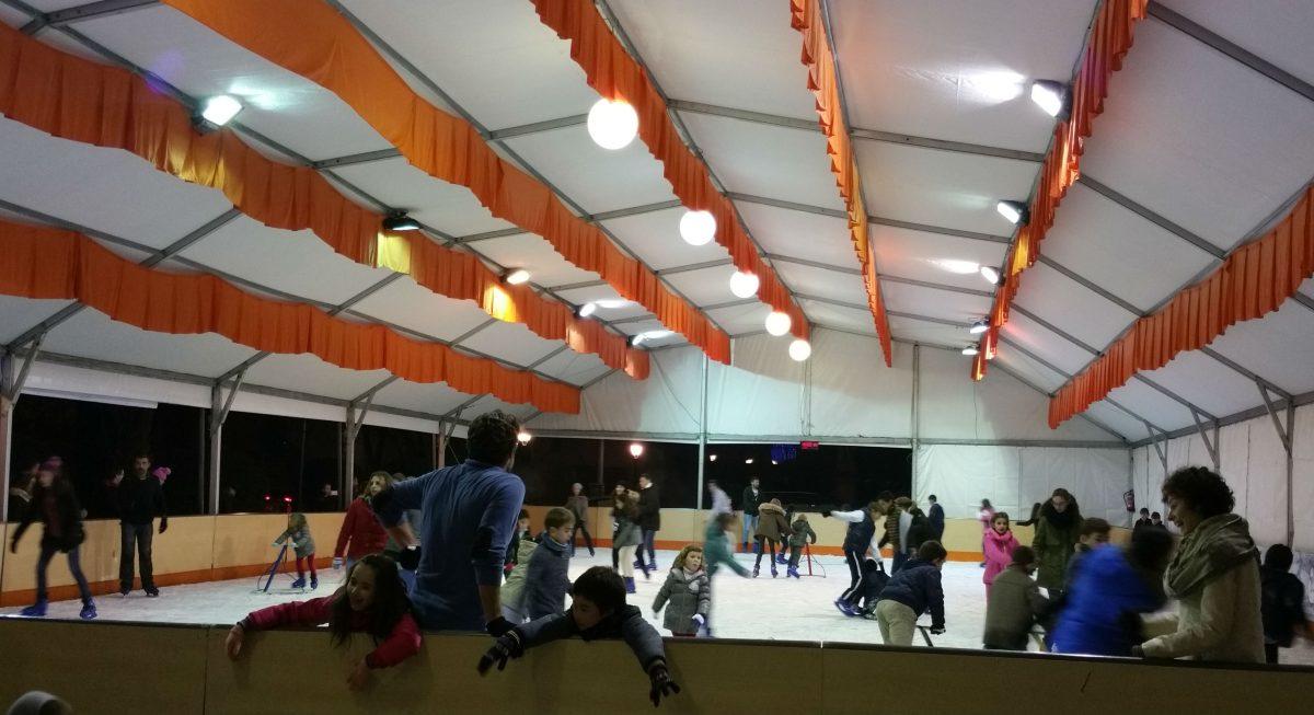 El Ayuntamiento prolonga la apertura de la pista y el tobogán de hielo y este viernes ofrecerá un pase extra de Zascanduri