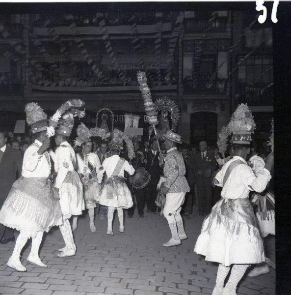 051 - MÉNTRIDA - Nuestra Señora de la Natividad y danzantes