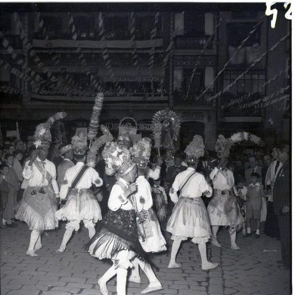 052 - MÉNTRIDA - Nuestra Señora de la Natividad y danzantes