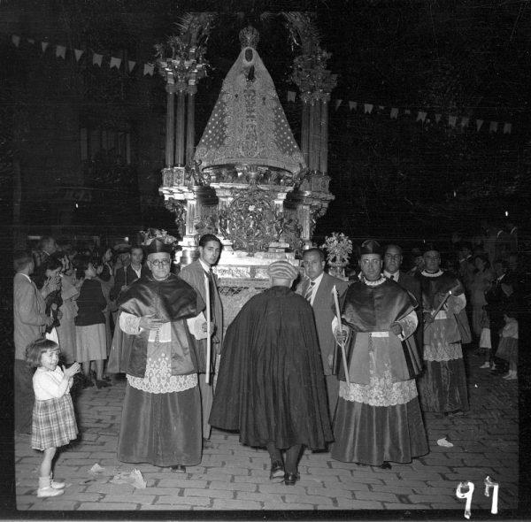 097 - TOLEDO - Virgen del Sagrario y canónigos