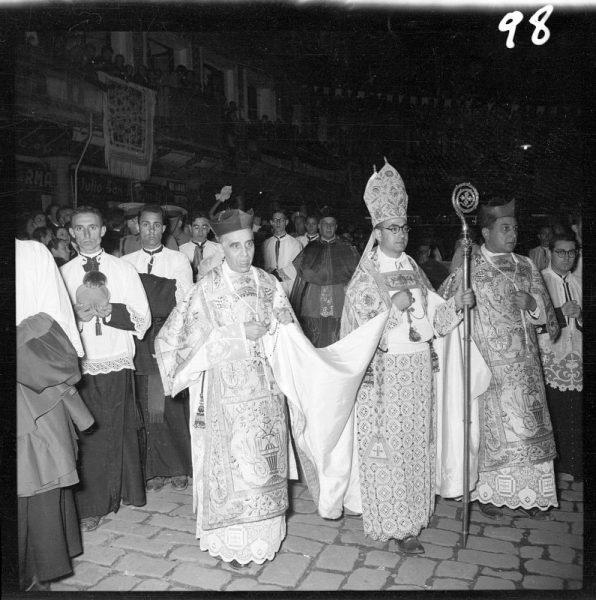 098 - Obispo auxiliar y canónigos