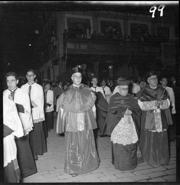 099 - Arzobispo, Deán y Arcediano