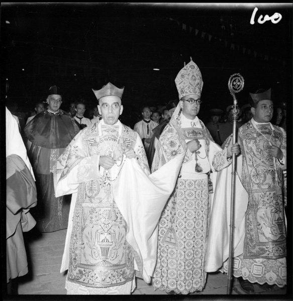 100 - Obispo auxiliar y los canónigos La Fuente y Rivera