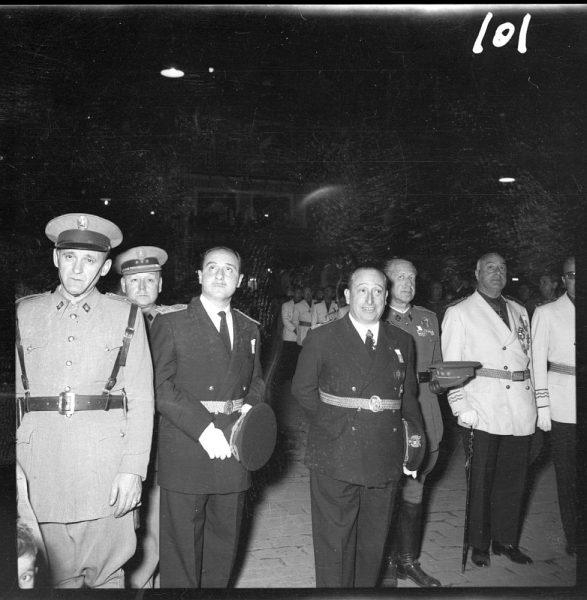 101 - Autoridades civiles y militares en Zocodover