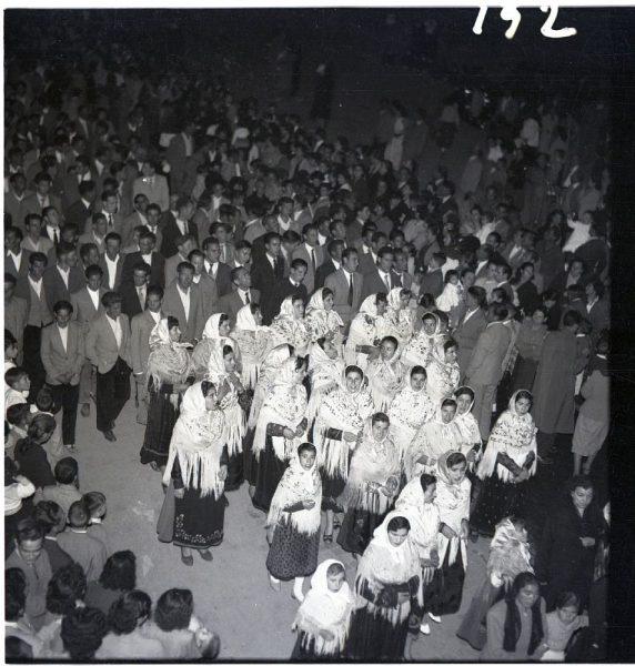 152 - BARGAS - Peregrinas ataviadas con trajes típicos