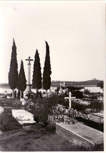 1900_Interior del cementerio de la Vega Baja
