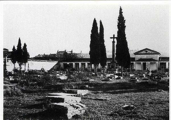 1915_Interior del cementerio de la Vega Baja