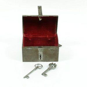 Cofre con llaves
