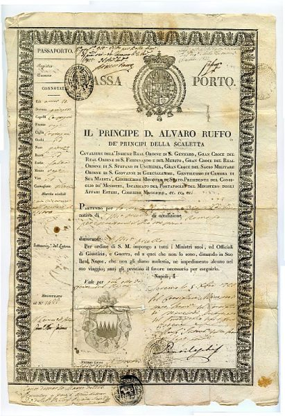 ITALIA Pasaporte dado en Nápoles por el Reino de las dos Sicilias a un ciudadano italiano Año 1822 Hoja 1 anverso