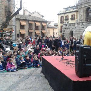 Éxito de participación en el espectáculo 'Navidad en el huerto' que ha acogido Azucaica y el Taller de Risoterapia en el Casco