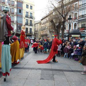 El mago Josemi Agueda y 'Los Trovadores de la Navidad' amenizan la víspera de la llegada de los Reyes Magos