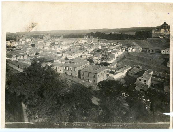 005 - Vista del barrio de las Covachuelas y del hospital Tavera