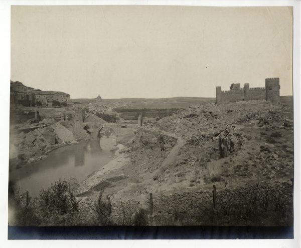 017 - Vista del puente de Alcántara y del castillo de San Servando
