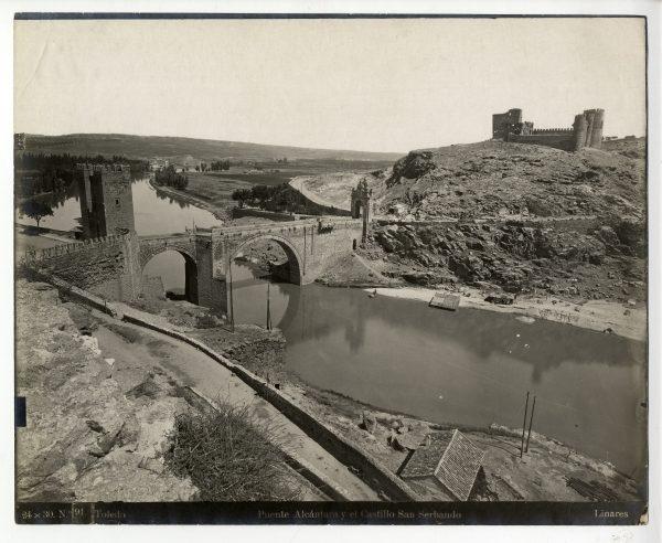 019 - Vista del puente de Alcántara y del castillo de San Servando