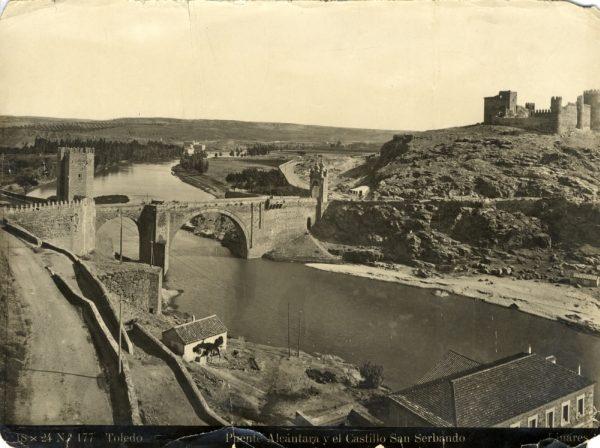 020 - Vista del puente de Alcántara y del castillo de San Servando