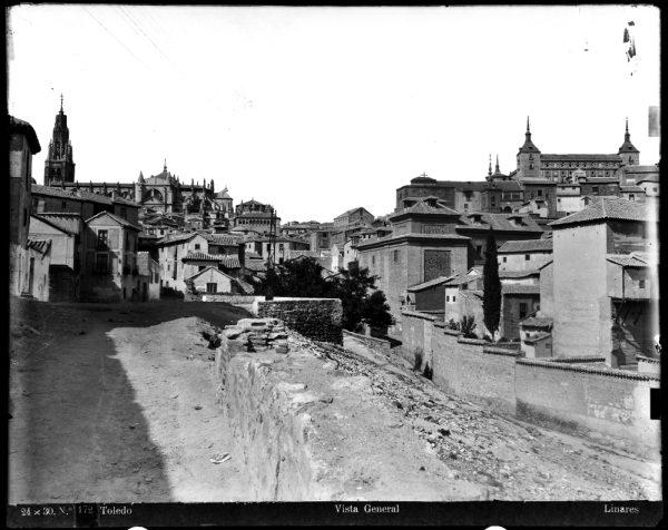 026 - Vista del Alcázar y de la Catedral desde la plaza de Don Fernando