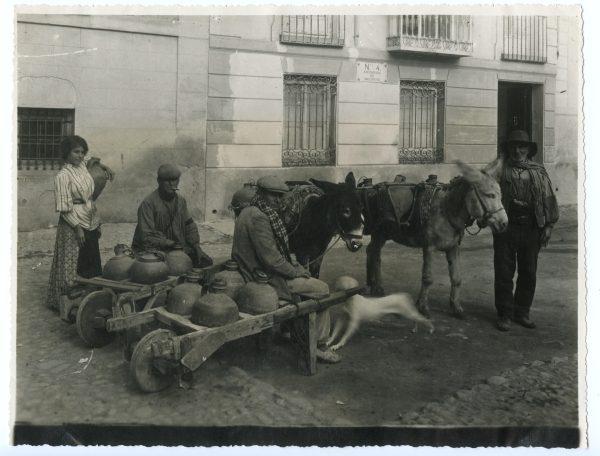 070 - Aguadores en la plaza de San Juan Bautista