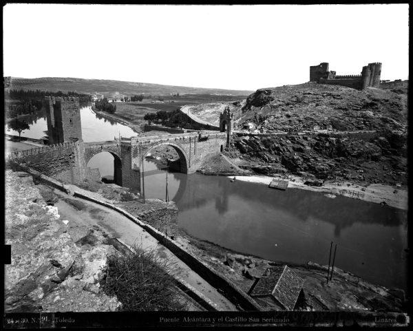 114 - Vista del puente de Alcántara y del castillo de San Servando
