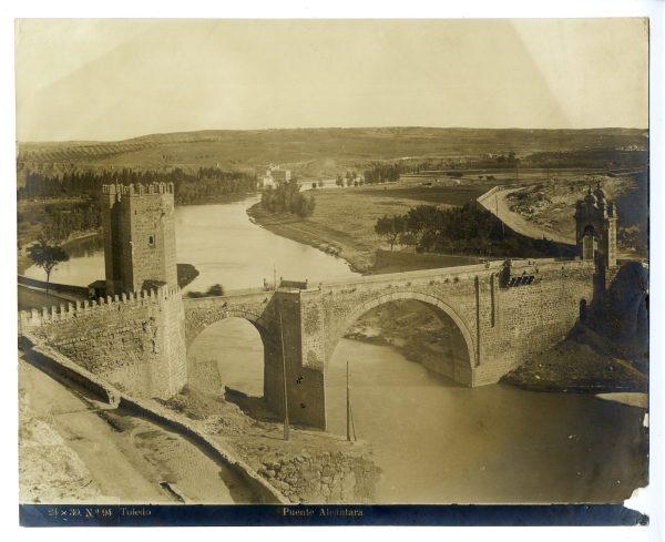122 - Vista del puente de Alcántara y de la Vega de Safont
