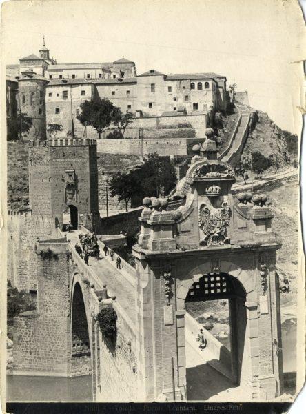 123 - Vista del puente de Alcántara y del convento de Santa Fé