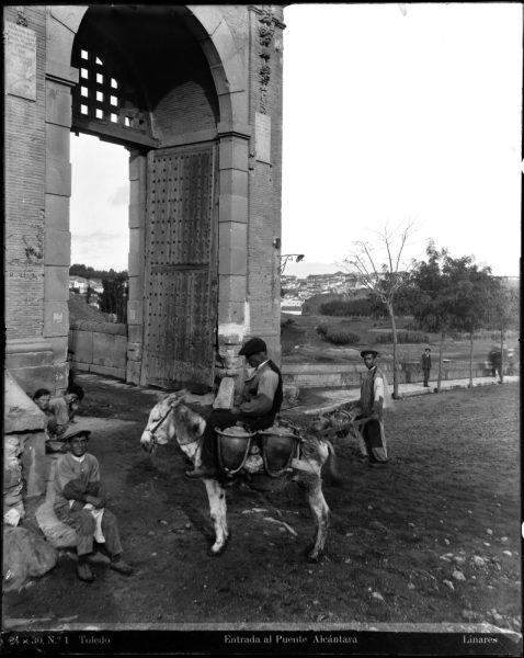 125 - Entrada al puente de Alcántara desde el paseo de la Rosa