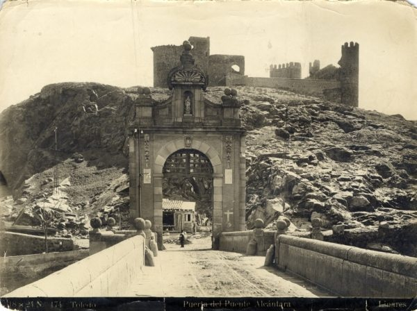 126 - Vista del castillo de San Servando desde el puente de Alcántara