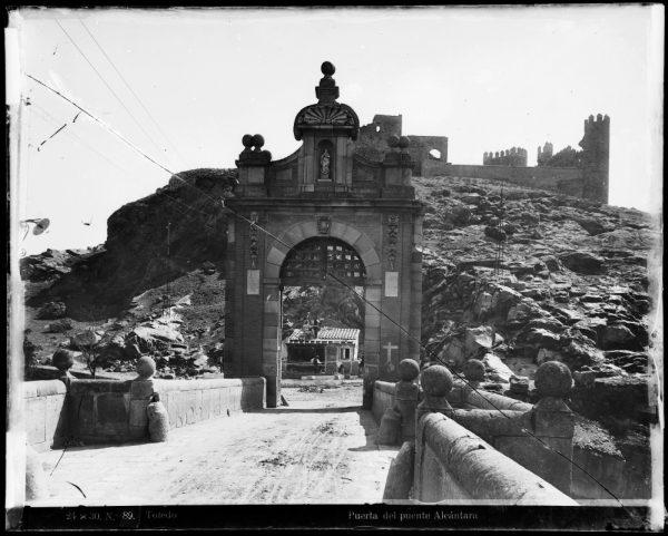 127 - Vista del castillo de San Servando desde el puente de Alcántara
