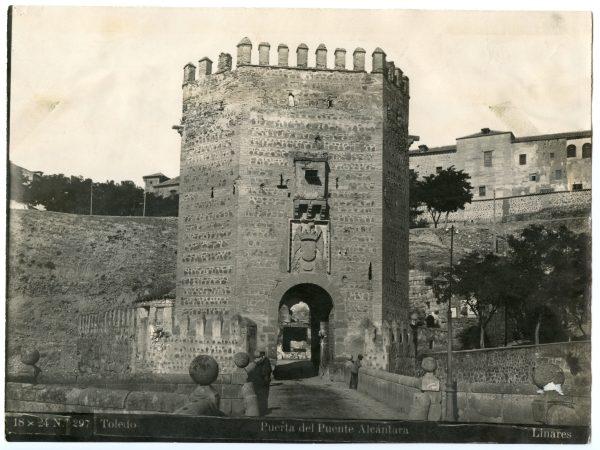 129 - Vista del torreón de acceso al puente de Alcántara